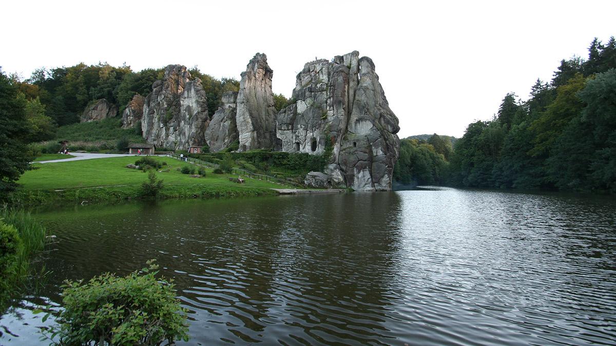 Externsteine im Teutoburger Wald bei der Stadt Horn-Bad Meinberg (Nordrhein-Westfalen), Foto: Hartmut Schmied