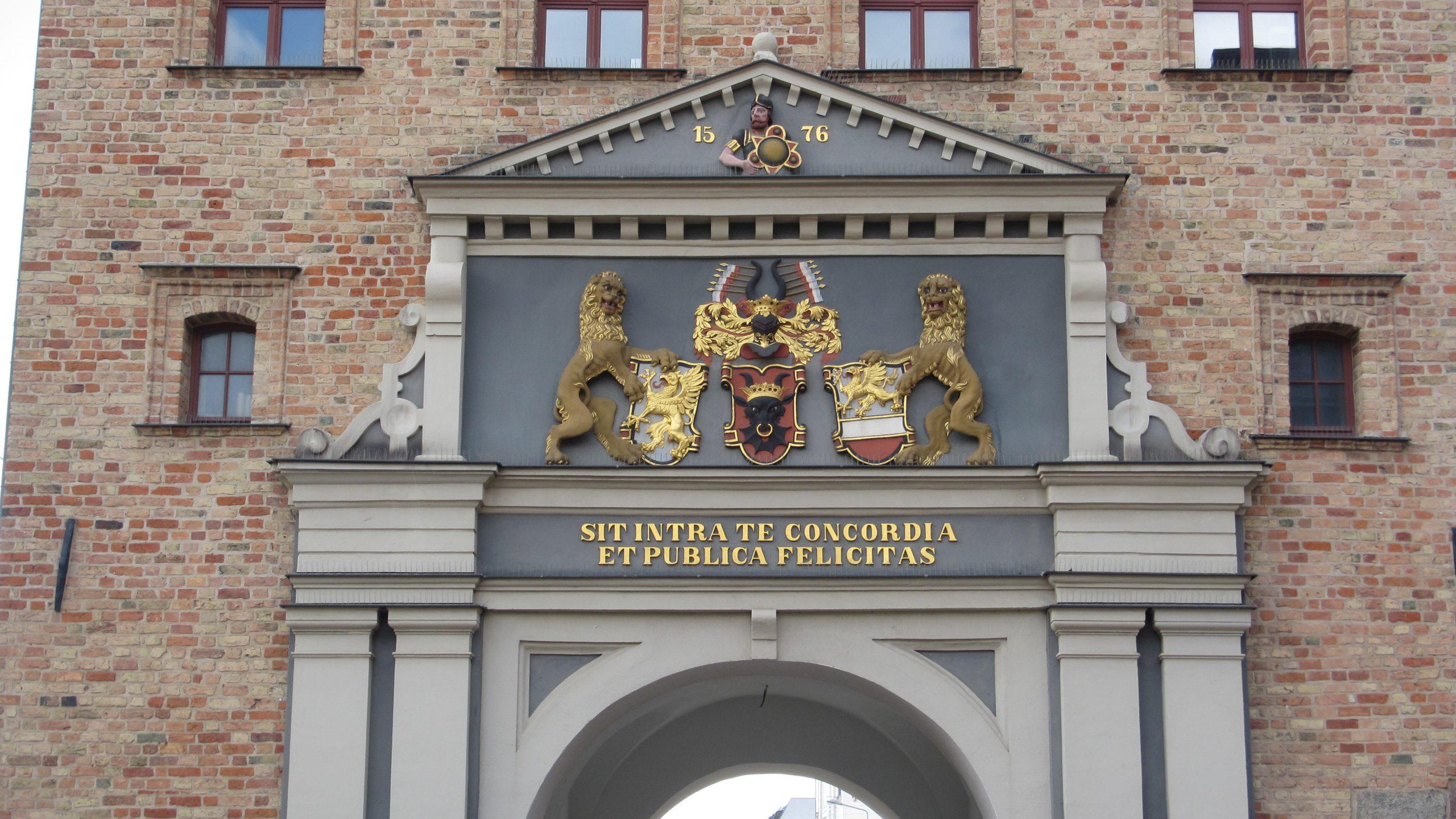 Rostock - Die Rostocker Aalschlange am Rathaus